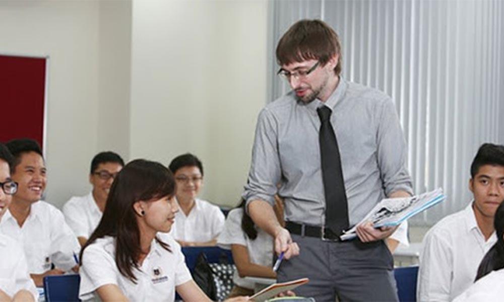 Là công dân của Việt Nam hoặc người nước ngoài được phép cư trú, học tập và làm việc tại Việt Nam
