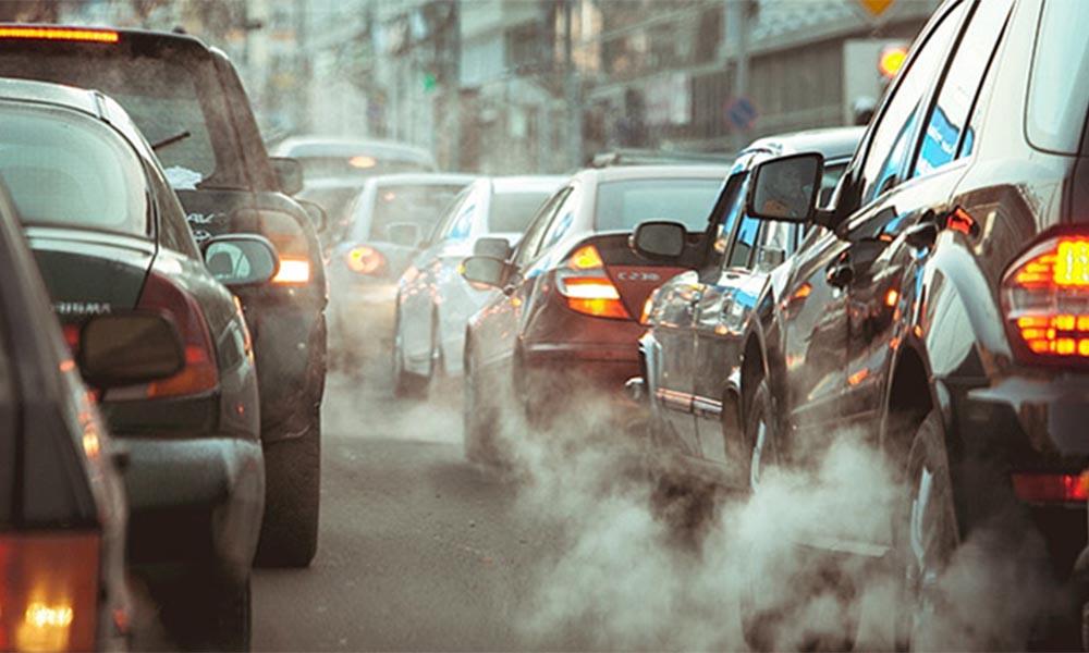 Luôn giữ khoảng cách giữa các xe ô tô